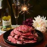 【記念日特典】肉ケーキ or デザートプレートのどちらかをプレゼントいたします♪