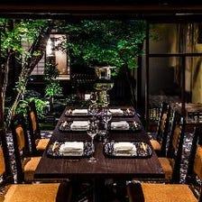 【豪華個室確約】当日仕入れた珠玉の食材を幽玄スタイルの夜会席 庭園を眺めながら優雅なひと時を