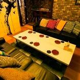 [2階フロア]ゆったりと寛げるソファー席