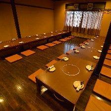 最大65名様が着席可能な大広間を完備