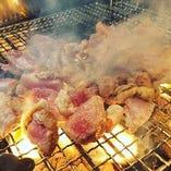 炭からこだわる炭火料理。地鶏のもも焼きは必ずご賞味ください