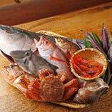 日本海で育った新鮮魚介。天然魚介に舌鼓を打つ。