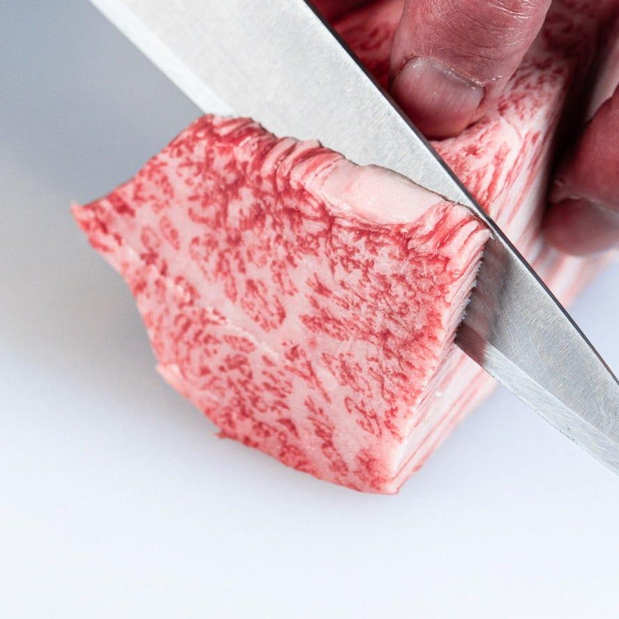 牛肉はA-5雌 黒毛和牛のみ使用(ミノ のみ別)