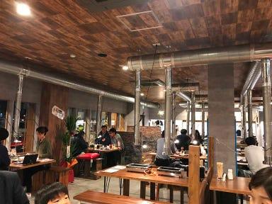 平成ホルモン 平田町駅前店 店内の画像