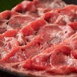 当店では焼肉だけでなくすき焼きも味わえます。