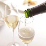 優雅に乾杯。飲み放題にてスパークリングワインも楽しめます