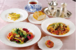 美肌効果ハーブサラダと創作パスタが 人気のランチ♪(¥1575)