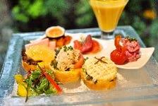 野菜ソムリエが考案!色とりどりの野菜がメインのプレートです♪
