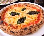 石窯で焼く本格ピッツァはアツアツもちもち!