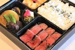 ハマ弁当 ステーキの他に身が厚いホタテ貝のソテーが付いたボリューム満点お弁当です。
