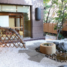 日本庭園を眺めながらの和個室