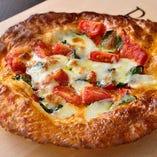 当店自慢、サクサクのパイ生地で作ったピザ。テイクアウトOK!