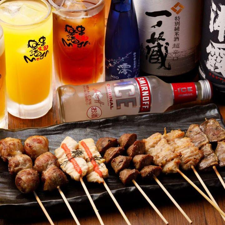 飲み放題は約60種。焼鳥と相性抜群の日本酒を4種飲み比べ