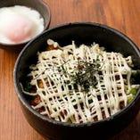 秘伝のタレとマヨネーズ。タレマヨ丼はお食事・シメどちらも人気。
