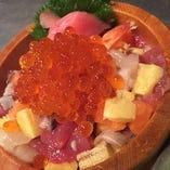 いくら増量 海鮮バラちらし丼