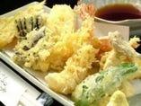 人気の天ぷら盛り合わせ