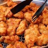 【鶏の唐揚げ】 じゅわっと溢れる肉汁がたまらない逸品です!