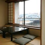 3階・4階席は個室席。最大25名様までの団体様も対応できます。