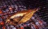 ろばた焼き屋の真骨頂。本物の焼き魚を味わってください。