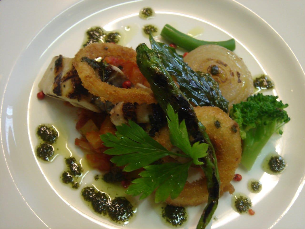 コース魚料理 一例 鰆のグリル 自家製バジルソースと共に