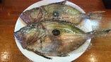 地物のマトウダイ  天然の魚を色々仕入れてます