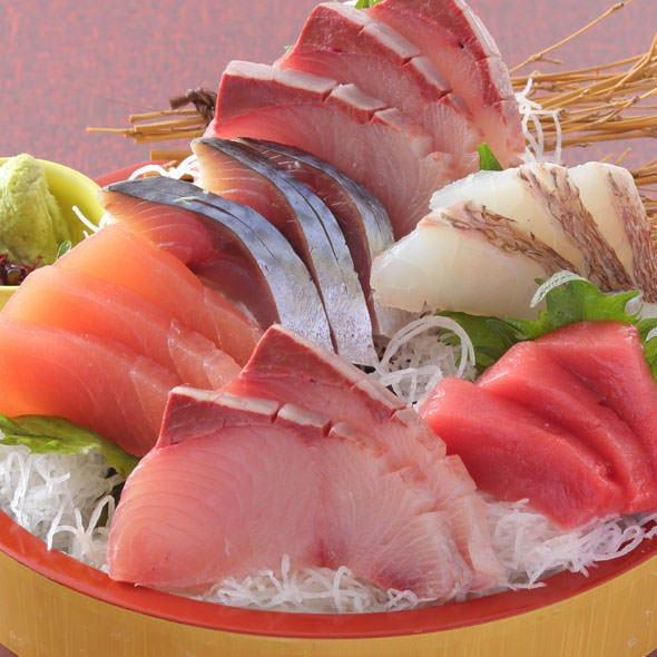 新鮮な魚を用いた、お造り豪華盛り!
