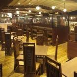 【2Fレストラン】シックな空間は全11ルームの個室も完備