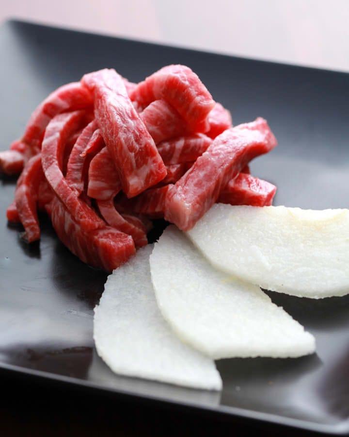 希少!!生食牛肉の新基準クリア!!肉屋だから出せる一品
