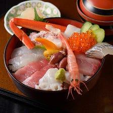 日本海の幸たっぷりの海鮮丼