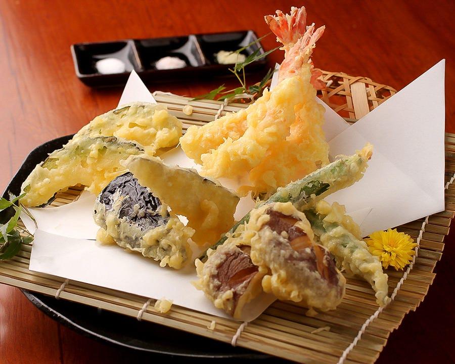 素材にこだわった極上の天ぷらを