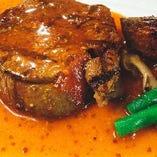 牛フィレ肉のステーキ、フォンドボーソース