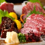 定番の「馬刺し」は地元ならではの新鮮かつ濃厚な味わいです