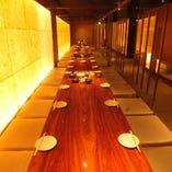 《宴会個室》最大60名様収容可能 60名様まで収容可能の掘りごたつ個室。 貸切は80名様から最大118名様までお席のご用意が可能です。