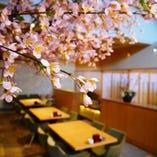 日本の花『桜』をモチーフとした店内