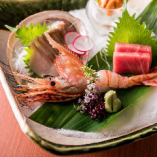日本全国の漁港から仕入れる鮮度の高い海鮮は刺し身がおすすめ。