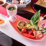 素材の旨味を生かした繊細な京料理は、色鮮やかに見た目にもこだわっております。