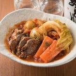 豚タンと野菜のトマト煮込み