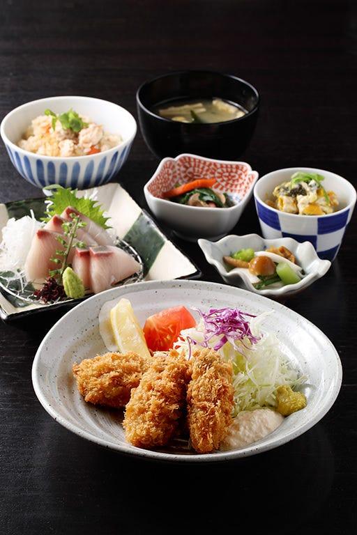 濃厚な旨味の広島県産カキフライ