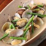 季節の魚貝、野菜を使った逸品も