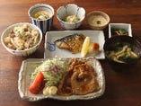 【寅福名物】選べる二種盛り定食