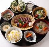 牛ステーキのスタミナ定食
