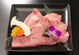 「特選焼肉盛り合わせ」 成高園の人気No.1メニュー。