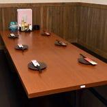 席間隔が広く、ゆったり過ごせる少人数向けの堀ごたつ席もご用意