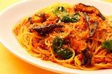 スパゲッティ 茄子とほうれん草のミートソース