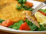 カジキ鮪のカツレツ ルッコラのサラダ添え