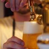 ビール1杯1杯丁寧にお注ぎします