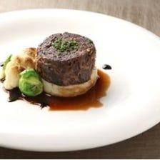 じっくり煮込んだ牛ほほ肉の赤ワイン煮