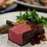 各地から選りすぐった牛肉を味わい豊かに
