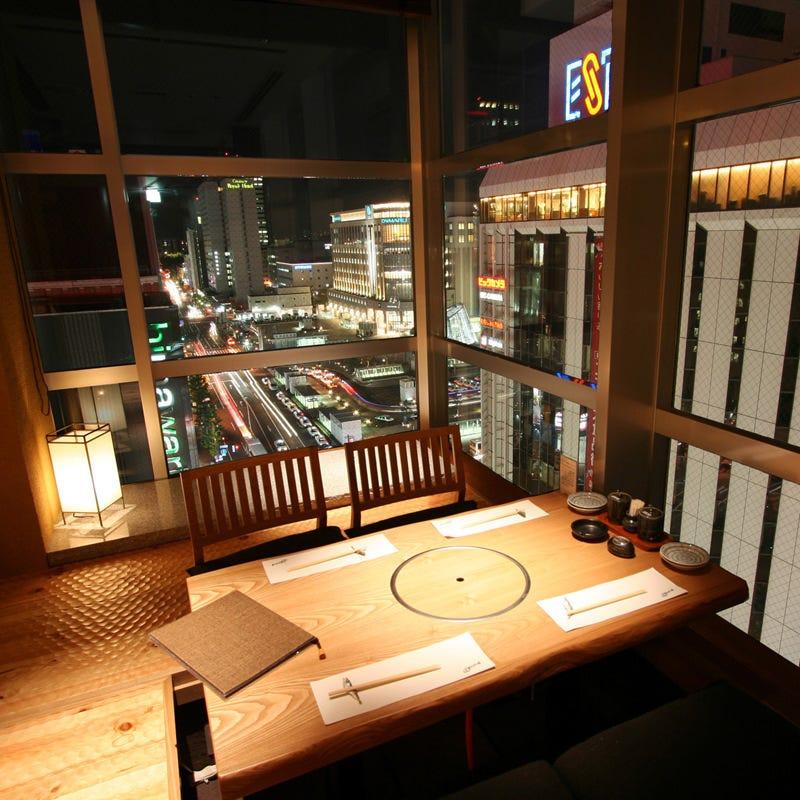 【店内】夜景と個室とカウンター
