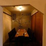 相模湾のマップアートが印象的なお籠もり感あるテーブル席半個室(2~6名様×2部屋)